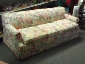 La Z Boy Flower Pattern Sofa   $200 (Baltimore   Essex