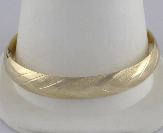 LADIES 14K GOLD DIAMOND CUT HIGH POLISH BANGLE BRACELET