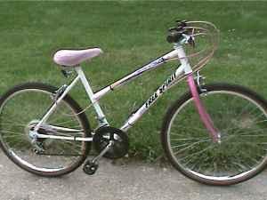 ladies free spirit white mountain neighborhood bikepath bike lancaster for sale in columbus. Black Bedroom Furniture Sets. Home Design Ideas