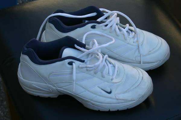 Ladies Nike Golf Shoes size 7.5 White - $35