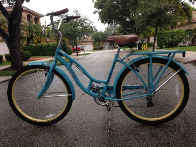 Ladies Schwinn 7 Speed Cruiser Like New