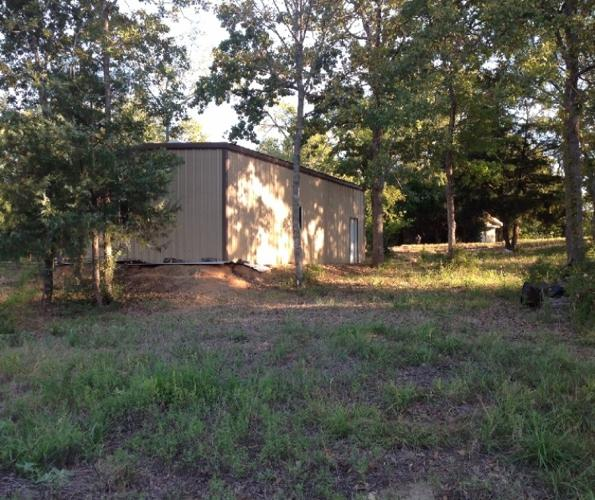 Lake Limestone, TX -Waterfront lot w/metal bldg. to