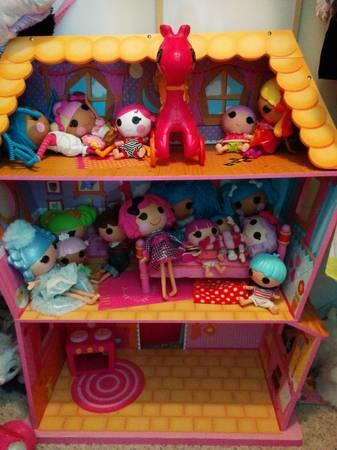 Lalaloopsy House And 16 Dolls   $150