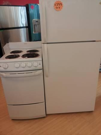 landlord special apartment size fridge electric stove