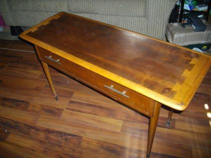 Lane vintage Acclaim window table