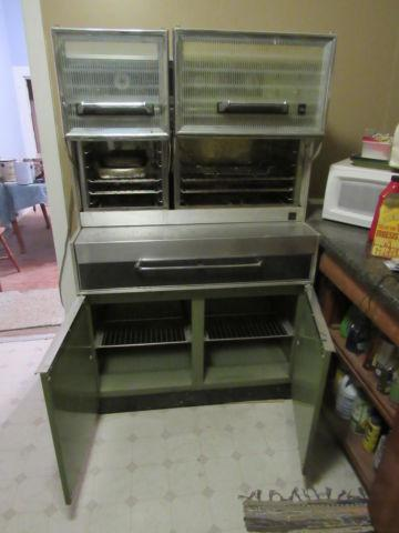 Large 2-oven and 4-burner electric stove