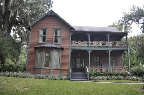 Large 3br 2 5ba 3 car garage victorian home in historic for Victorian homes for sale in florida