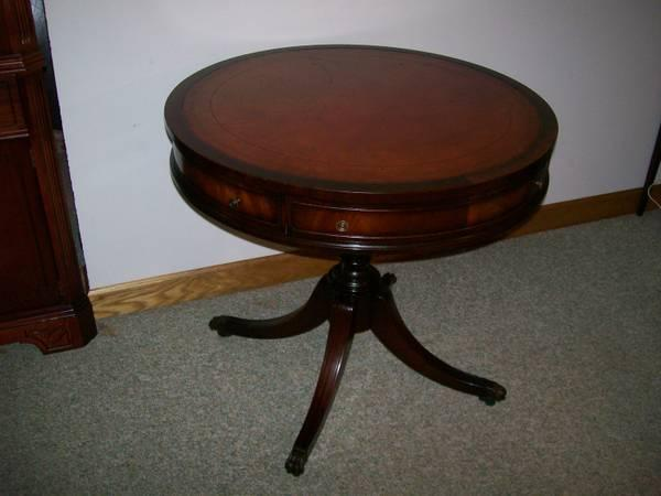 Large Antique Mahogany End Table For Sale In Saginaw