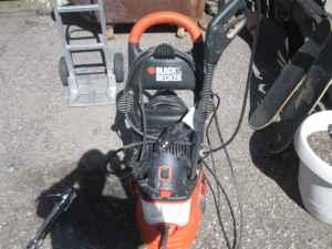 Large Black & Decker Pro Steam Cleaner With Sprayer -