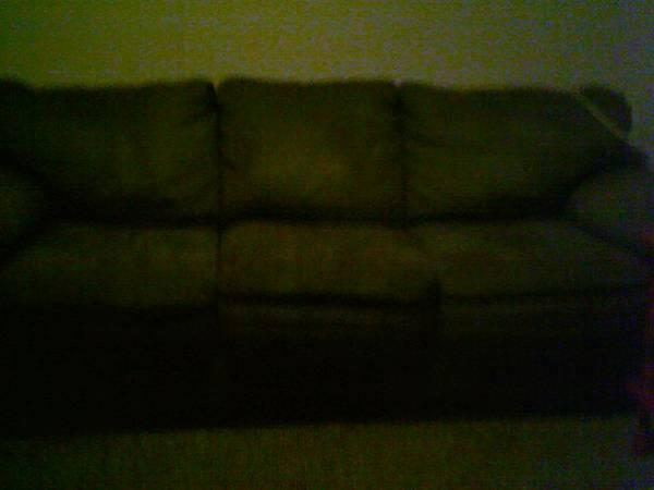 Large green couch for sale in ellensburg washington for Furniture ellensburg