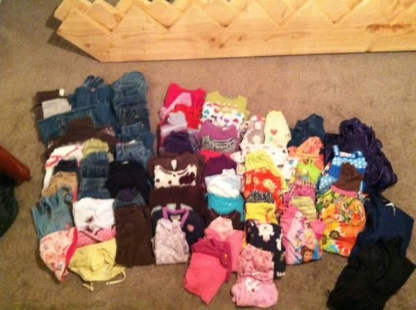 Large lot of Girls 2T clothes - $40