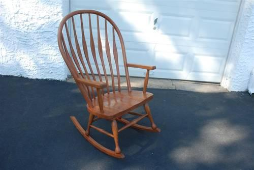 LARGE OVERSIZED OAK ROCKING CHAIR EXCELLENT CONDITION