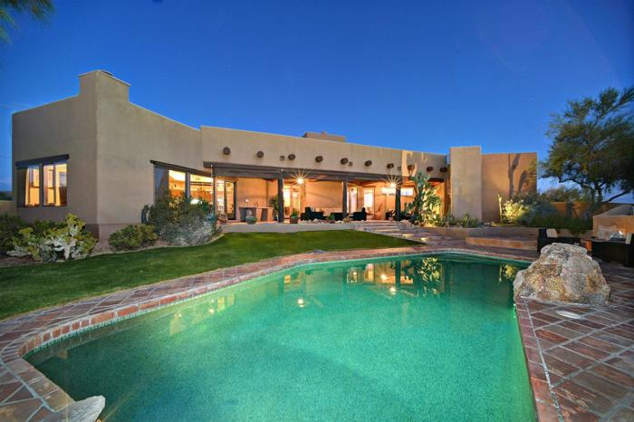 Large Southwest Home Offers Exceptional Living Spaces In ...