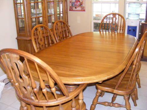 Large Thomasville Dining Room Set: Table, 6 Chairs,