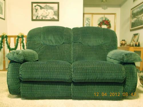 Lazy Boy Couch Amp Love Seat Dual Recliners In Both For