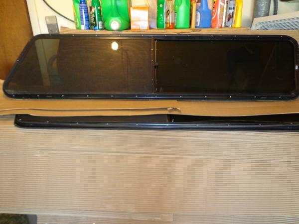 LEER TOPPER WINDOW FOR LONG BED - $100