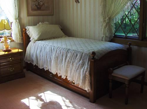 LEXINGTON RECOLLECTIONS OAK BEDROOM FURNITURE for Sale in Gibsonia ...