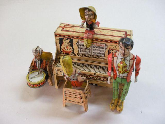 Li'l Abner Dogpatch Band tin wind up toy