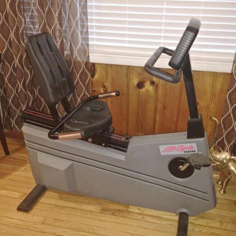 Life Fitness Life Cycle 9500HR Exercise Recumbent Bike