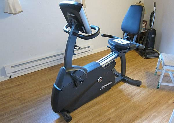 Life Fitness R1 Lifecycle Recumbent Exercise Bike For