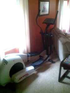 Life Fitness 5500 HR Elliptical - $350 (Hubbard)