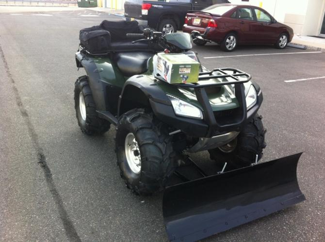 Like New 2004 Honda Rincon,Hunter Green, Plow,Winch,Very Clean Low Miles