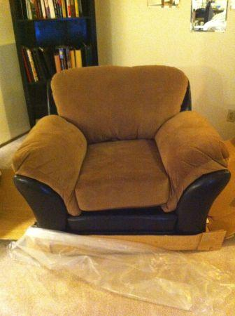 Like New Bailey 39 S Chair Microfiber Anc For Sale In Anchorage Alaska Classified