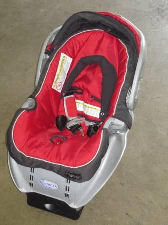 *LIKE NEW* Graco Baby / Infant Car Seat / Carrier with