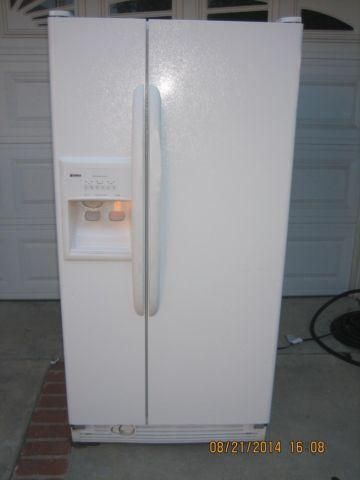 LIKE NEW KENMORE SIDE BY SIDE FRIDGE WATER ICE ON DOOR
