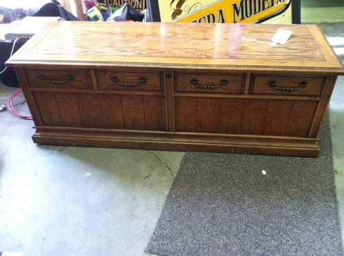 Like New Lane Cedar Chest W Tag Still Inside