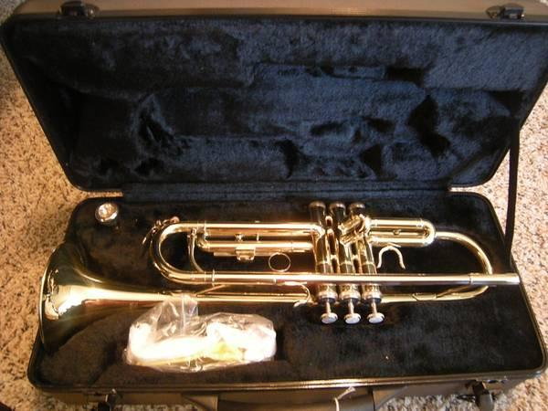 LIKE NEW ~ Roy Benson -Trumpet TR-101 W/ CASE - $140