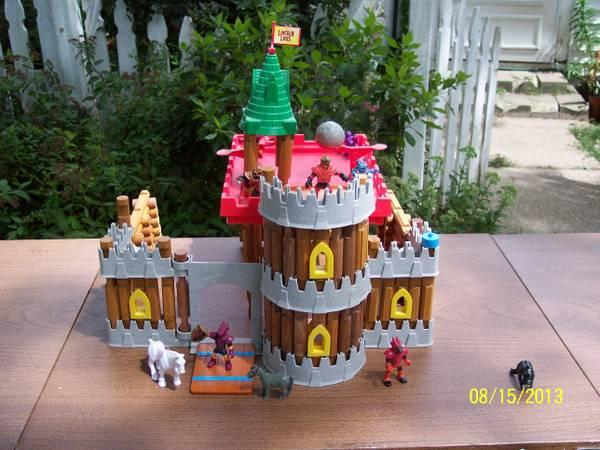 Lincoln Logs Castle Kingdom - $25