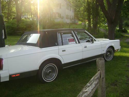 lincoln town car 1988 for sale in new haven connecticut classified. Black Bedroom Furniture Sets. Home Design Ideas