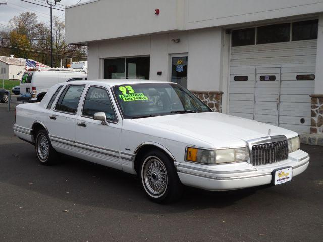 lincoln town car 1993 for sale in hulmeville pennsylvania. Black Bedroom Furniture Sets. Home Design Ideas