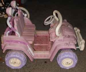 little tikes 12 volt jeep - $75 (thomasville)
