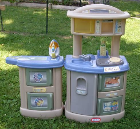 Little Tikes Cook N Clean Play Kitchen & Laundry-3 Languages ...