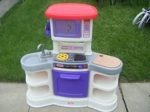 Little Tikes Cookin Sound Kitchen & BIG Toy Box ** for Sale in Maple ...