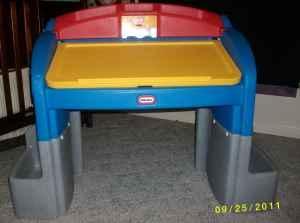 Little Tikes desk Breaux Bridge LA for Sale in