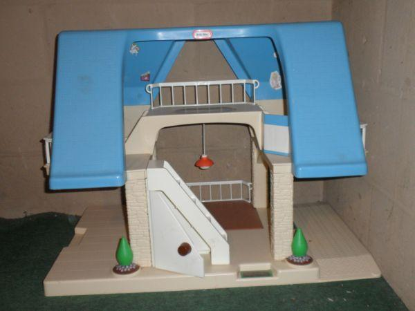 Little Tikes Doll House   $15 (Lapeer, MI 48446)