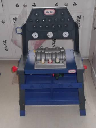 Little Tikes Dual Top Tool Bench W 2 Tools And Engine For Sale In Madison Heights Virginia