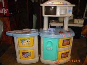 Little Tikes Kitchen And Laundry Center   $30