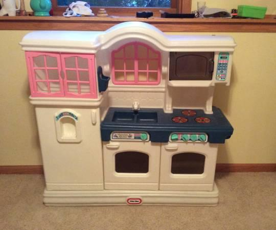 Little Tyke Kitchen Set: For Sale In Madison, Wisconsin