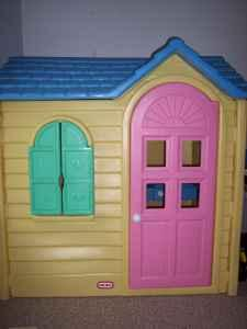 LITTLE TIKES PLAYHOUSE -LIKE NEW - $175 (Macomb,