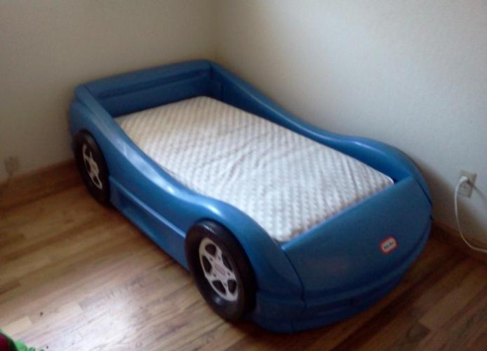 Little Tikes Blue Car Bed: LITTLE TIKES RACING CAR TODDLER BED