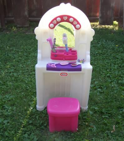 Little Tikes Tender Heart Talking Vanity Hair Salon - $30
