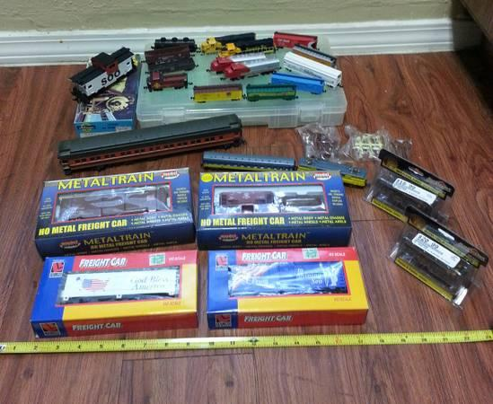 Lot of Vintage Model Railroad Trains and Locomotive Collectable Sets - $50