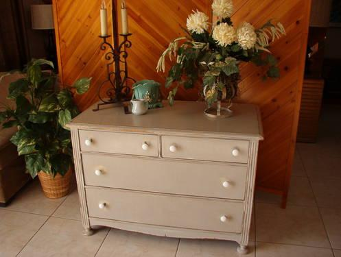 Lovely Cottage Style Antique Gray 4 Drawer Dresser.