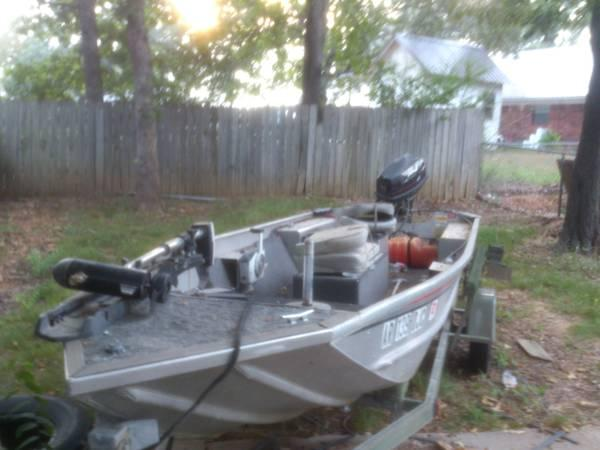 Lowe 151 boat, 25hp JOHNSON motor stick steer with trailer