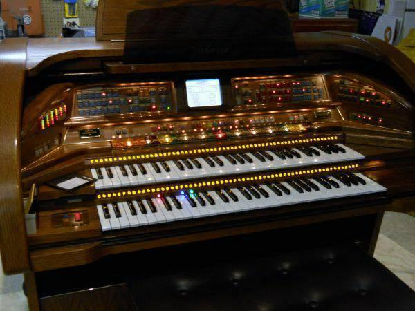 Lowery Organ SU400 Rhapsody in Perfect Condition