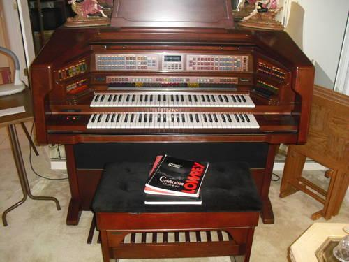 LOWREY CELEBRATION LX-500 - Organ
